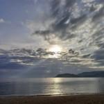 夜明けが美しいホテルの早朝ビーチで子供とシュノーケリング/エバソン アナ マンダラ ニャチャン(Evason Ana Mandara Nha Trang)